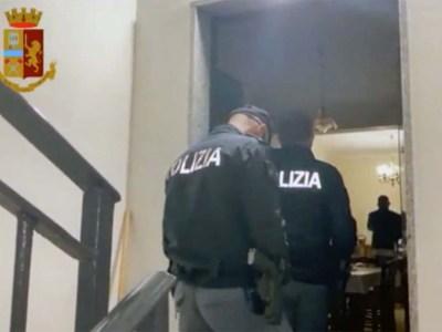 Napoli blitz polizia