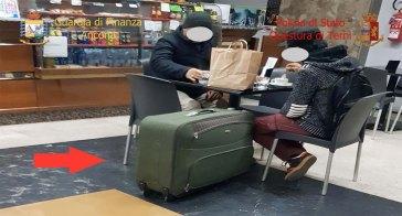 Eroina dal Pakistan nascosta nella gomma piuma dei trolley: 29 arresti
