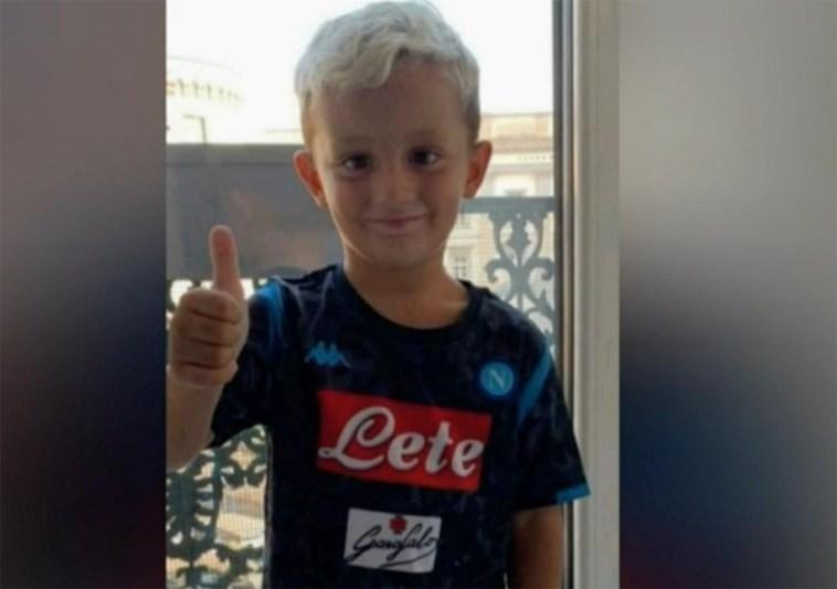 """Napoli, l'inquietante video Tik Tok del piccolo Samuele: """"Io ti butto giù"""""""