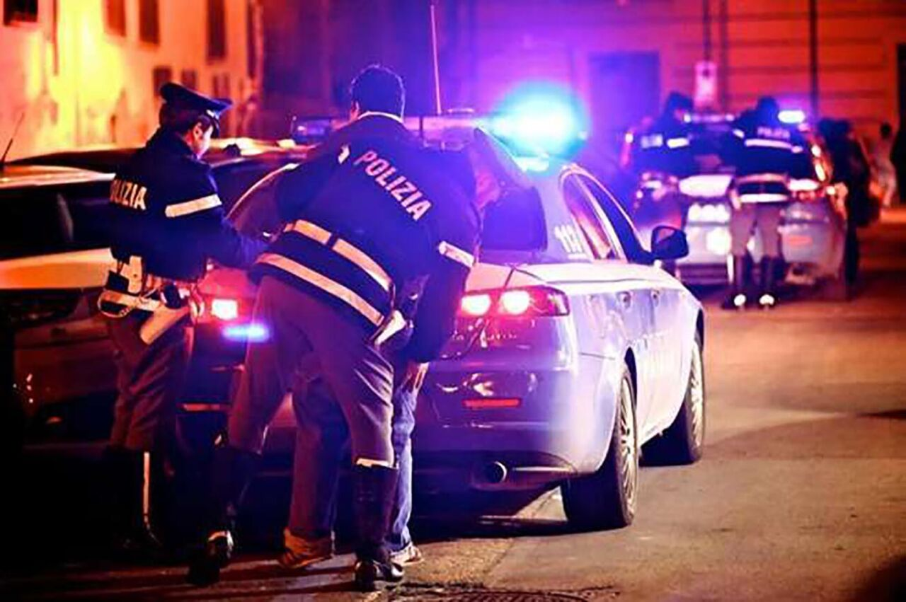 Napoli, sorpresi a rubare in un panificio ai Colli Aminei: arrestati in 2