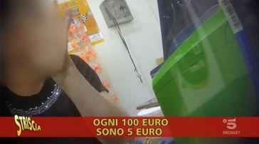 Napoli, tabaccaio fa da bancomat con il reddito di cittadinanza. IL VIDEO