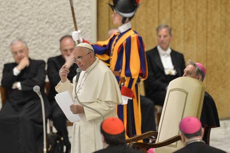 Se reúne Papa con víctimas chilenas de abuso sexual
