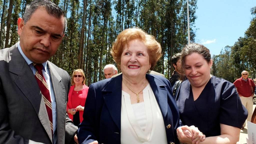 La institución de Lucía Hiriart se disuelve — CEMA Chile