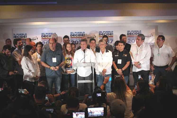 Opositores protestan en Venezuela por elecciones regionales