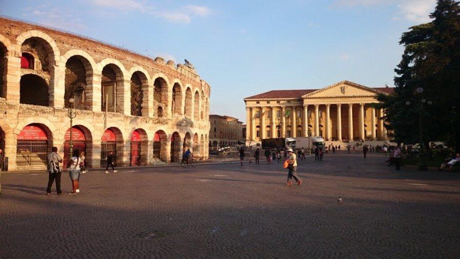 Arena di Verona con Palazzo di Barbieri.