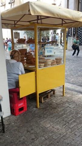 Puesto de rosquillas. Comida típica de Atenas