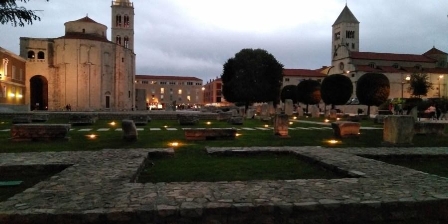 Un día en Zadar. Foro romano, Iglesia de San Donato y Torre de la Catedral.