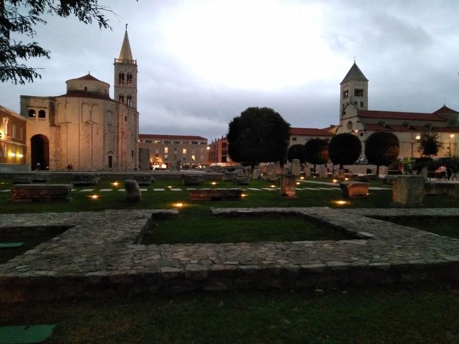 Foro romano, Iglesia de San Donato y Torre de la Catedral.