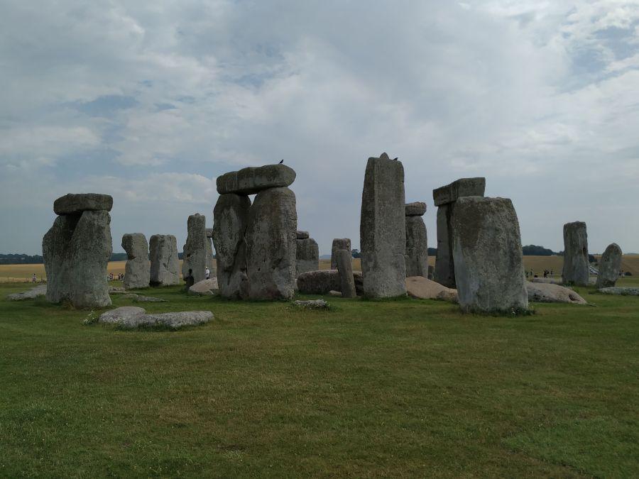 Visitar Stonehenge.