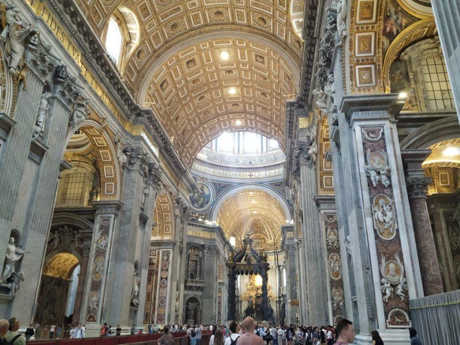 Interior de la Basílica de San Pedro, en la Plaza de San Pedro.El Vaticano.