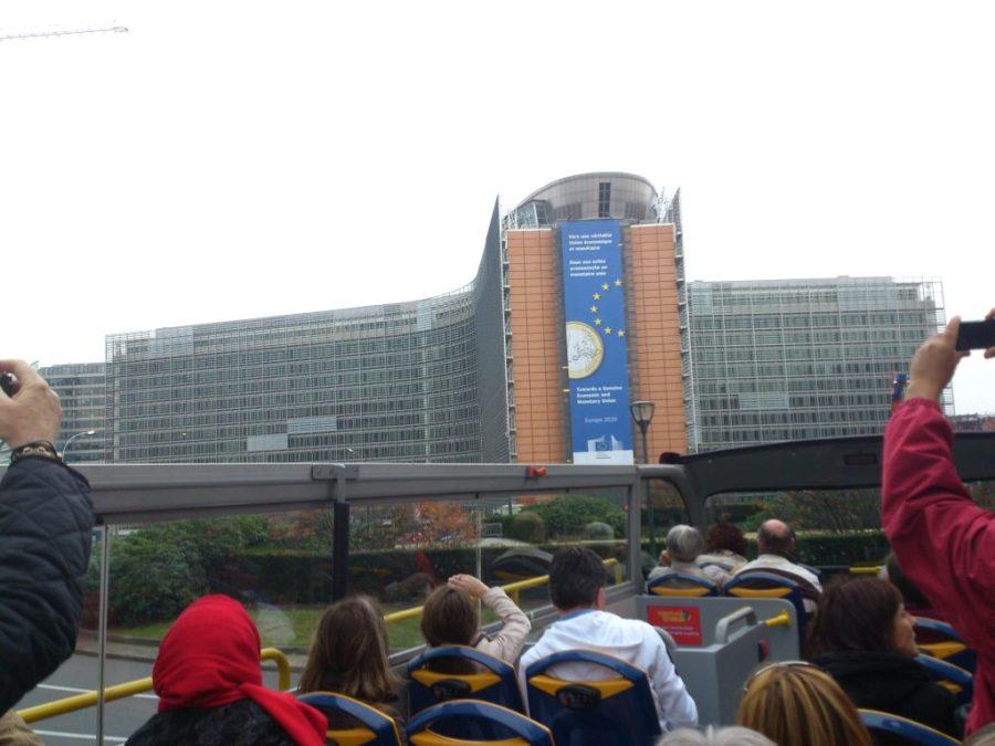 Parlamento Europeo de Bruselas desde el bus turístico.