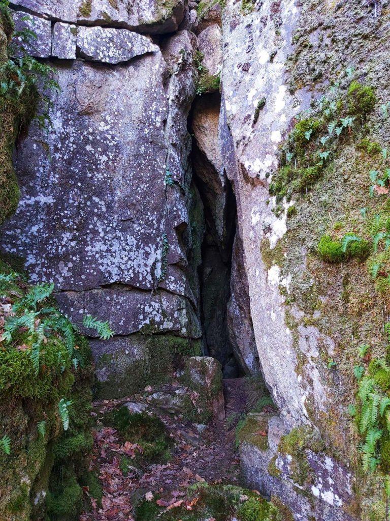 Cova dos Mouros, lugar donde se encontró la Espada de Forcas.