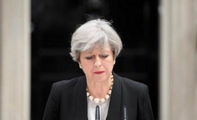 Мей се извини на хората, получили писма, че имат месец да напуснат Великобритания