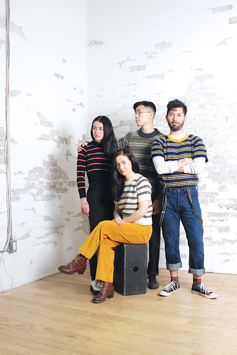 group modeling knitwear Moon and Turtle - Kiyomi & Sachiko Burgin