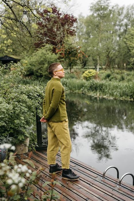 modeling jumper Pom Pom Quarterly Autumn 2021 - Issue 38