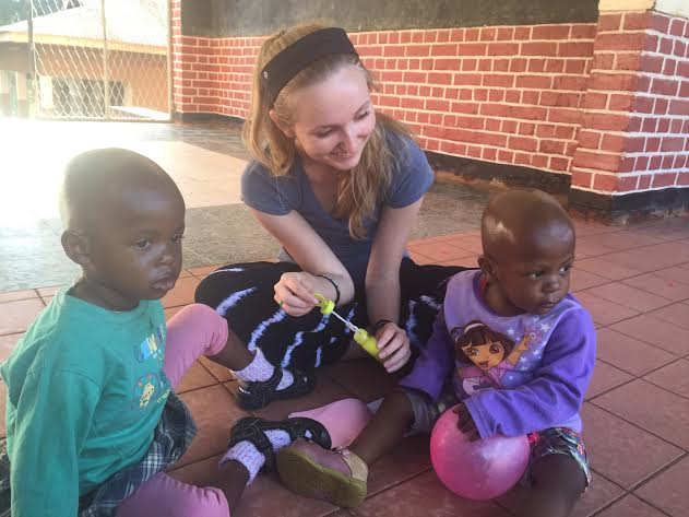 Senior+Kathryn+Carlson+in+Tanzania%2C+a+place+that+Doctors+Without+Borders+supports.