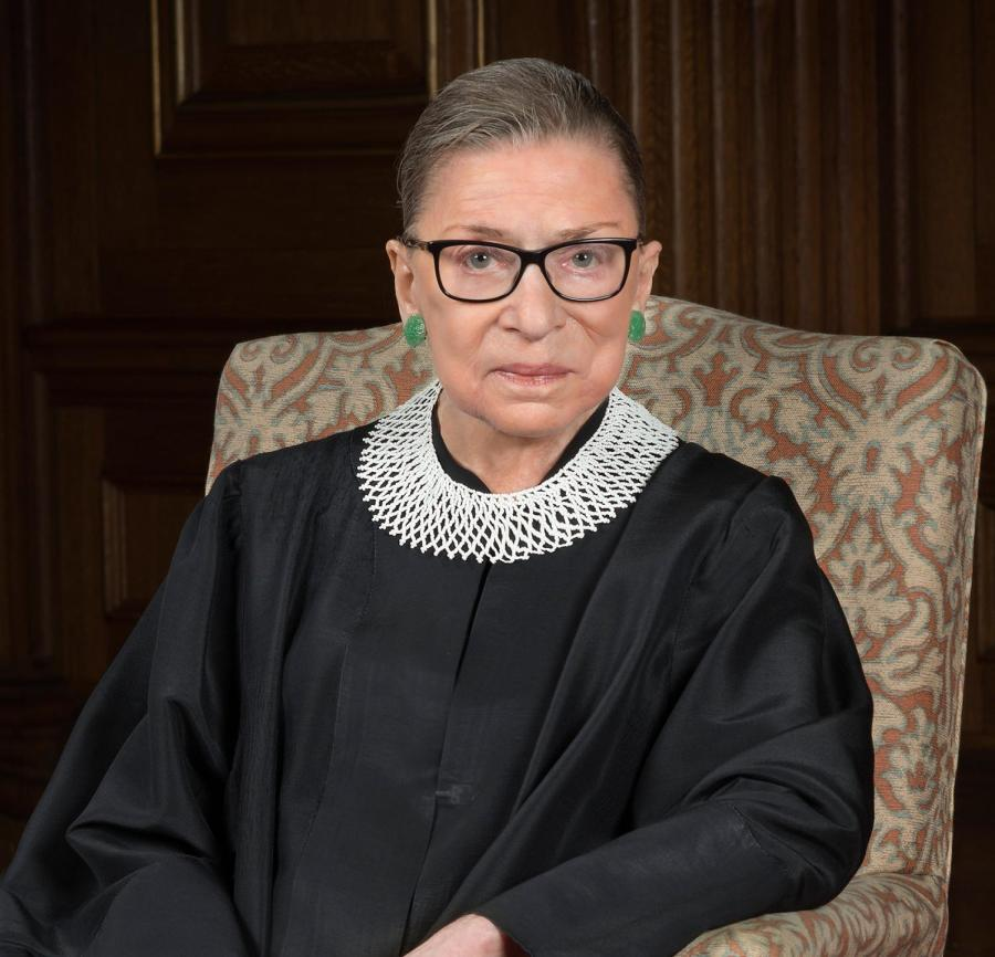 Supreme+Court+Justice+Ruth+Bader+Ginsburg+wearing+her+favorite+collar.+She+often+wears+her+collars+to+express+her+views+and+has+different+ones+for+majority+and+dissenting+opinion.