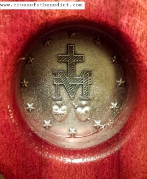 5closeup-back-of-miraculous-medal.png