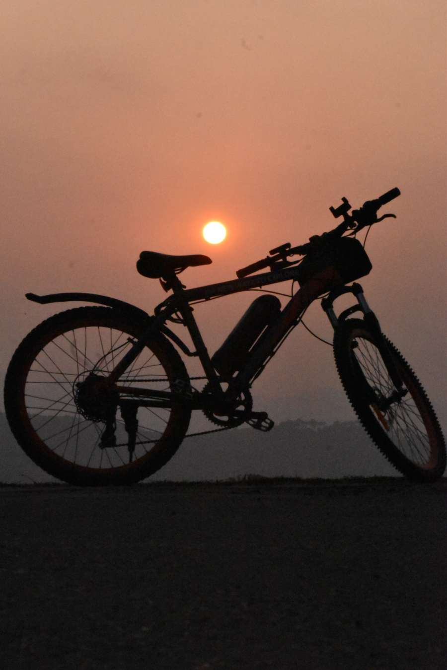 e-cycling in bir billling in winter season - catch sunset on e-cycle