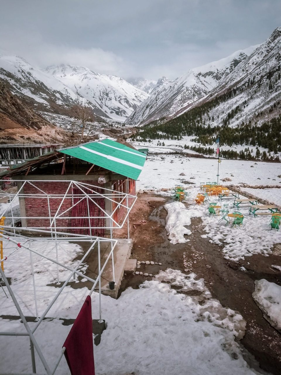 The view of Chitkul full of snow