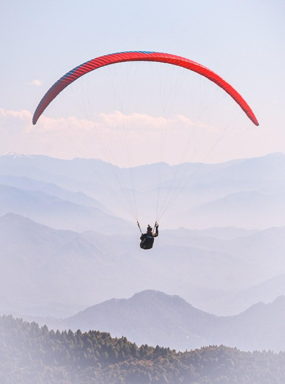 Solo Paragliding Piolet