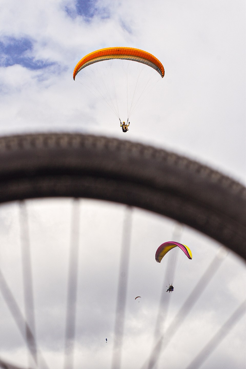 Paraglider landing on the Cycle Tire