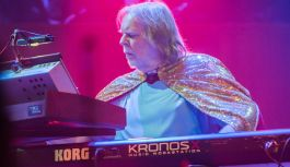 Rick Wakeman reveals new prog album The Red Planet (from Loudersound)