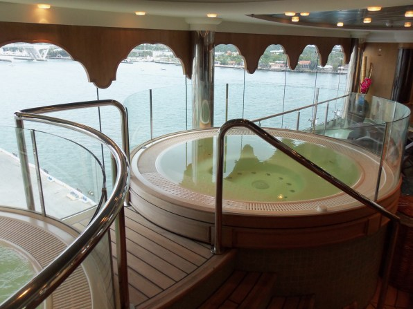 MSC Aurea Spa whirlpool baths