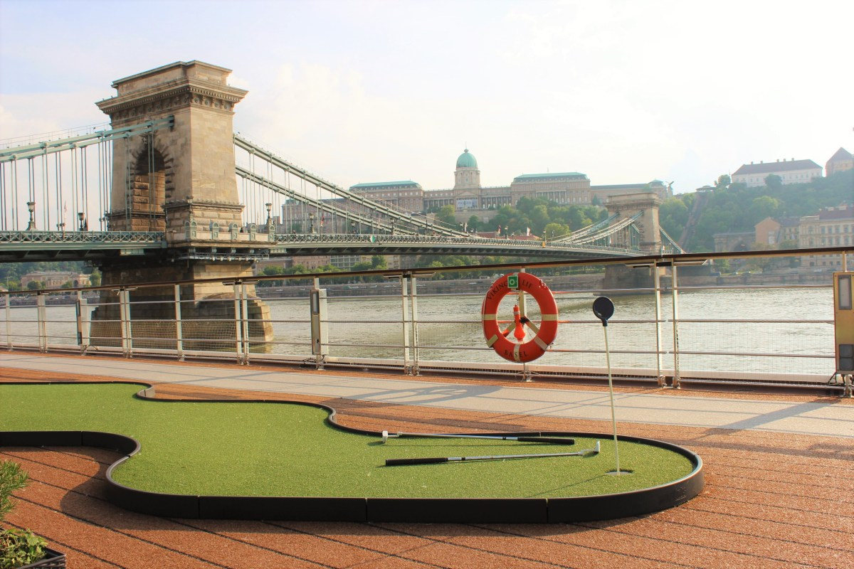 Putting in Budapest.