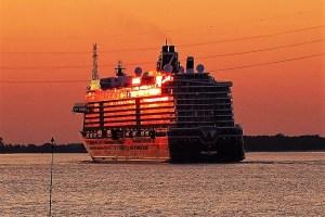 Ausgelaufen zu ersten Probefahrten - Mein Schiff 2
