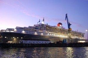 Queen Mary 2 - Dock Hamburg