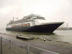 2013, neemt mijn man afscheid van zijn werk bij de zeehavenpolitie in Rotterdam. Hoe kan dit mooier dan met de Rotterdam, uit Rotterdam. Uitgezwaaid door zijn collega's.- Wil de Zwarte, 2013
