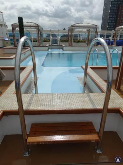 Retreat Pool met Cabana's