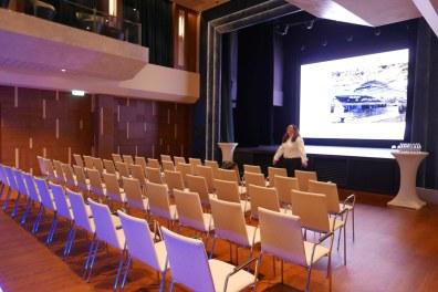 Mein Schiff 2 theater 15