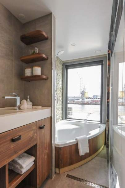 low_1556281384_Celebrity-Flora-Sky-Sutie-with-Infinite-Veranda-Bathroom-2