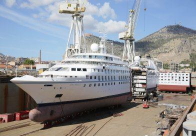 Tussenstuk van 25,6 meter geplaatst in Windstar's Star Breeze in Palermo