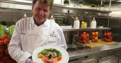 Rudi Sodamin met een food facec gerecht