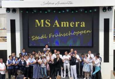 Gasten van Amera bedanken crew aan boord