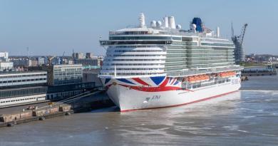 Nieuw cruiseschip Iona komt naar Rotterdam voor droogdok