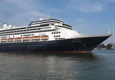 Fotoreportage: Vertrek MS Rotterdam vanaf cruiseterminal Rotterdam