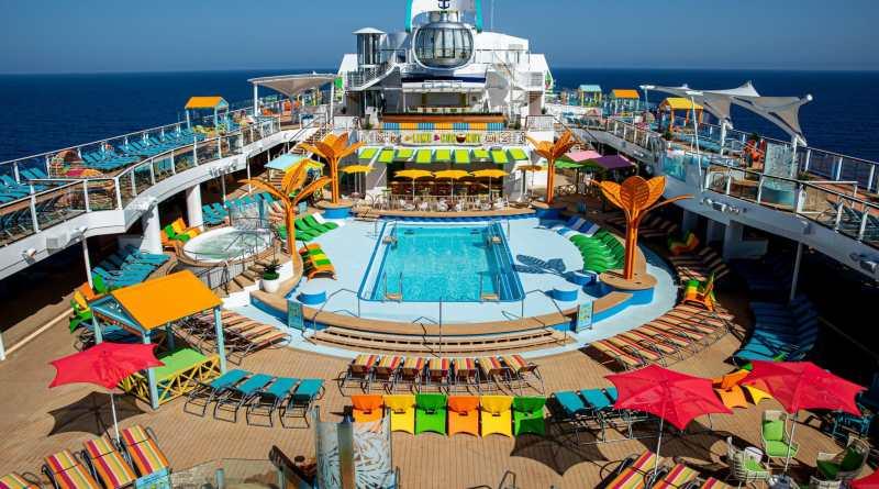 Zwembaden in restortstyle op Odyssey of the Seas