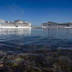 Dos grandes barcos de MSC Cruceros, con más de 10.000 pasajeros a bordo, coinciden hoy en el puerto de Valencia