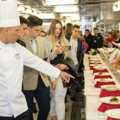 Cerca de 50 estudiantes del IES La Rosaleda participan en una jornada educativa a bordo del buque Horizon de Pullmantur Cruceros