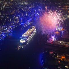 El MSC Grandiosa iluminó el río Elba con su inauguración oficial en Hamburgo