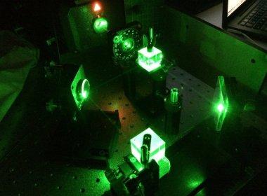 Les chercheurs manipulent la lumière à travers la matière révélant de l'intelligence