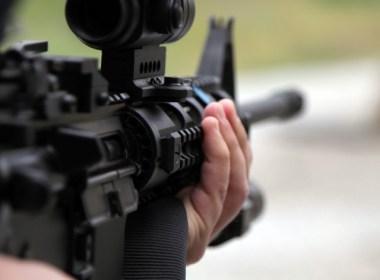 VA Dems passe l'interdiction des suppresseurs, des chargeurs `` high cap '' et des `` armes d'assaut ''