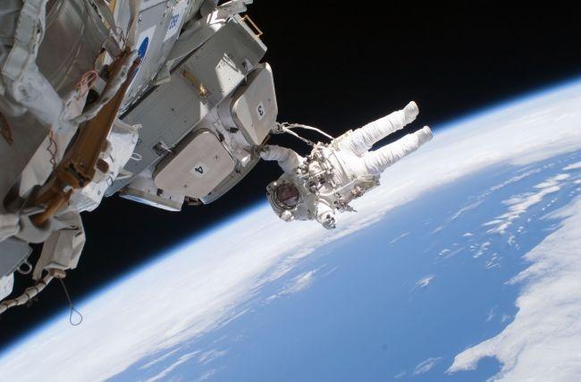 astronautes dans l'espace