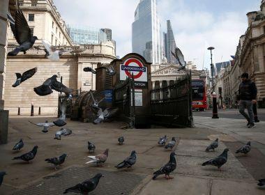 La livre augmente alors que les responsables de la Banque d'Angleterre font allusion à une augmentation des taux, pesant sur le FTSE 100