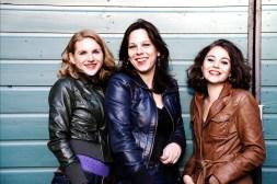 Karin Strobos (mezzosopraan), Felicia van den End (fluit) en Daria van den Bercken (piano) vr 3 oktober