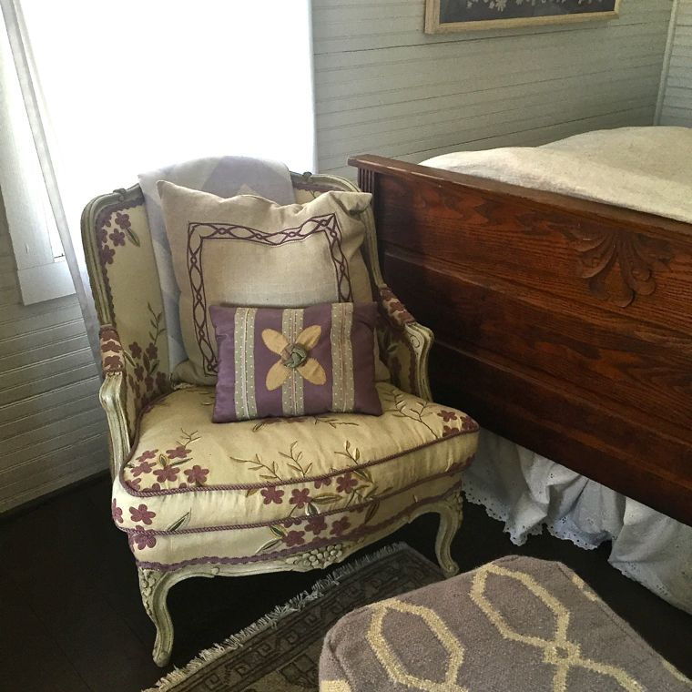 RT Inn Lavender Chair